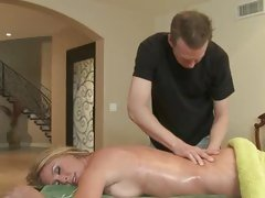 Sizzling Brynn Tyler acquires a relaxing rub down